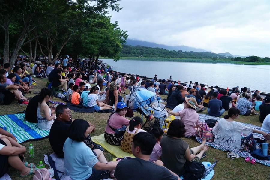 氣球嘉年華7月11日登場,昨晚在池上大坡池光雕音樂會先暖場。(台東縣政府提供/莊哲權台東傳真)