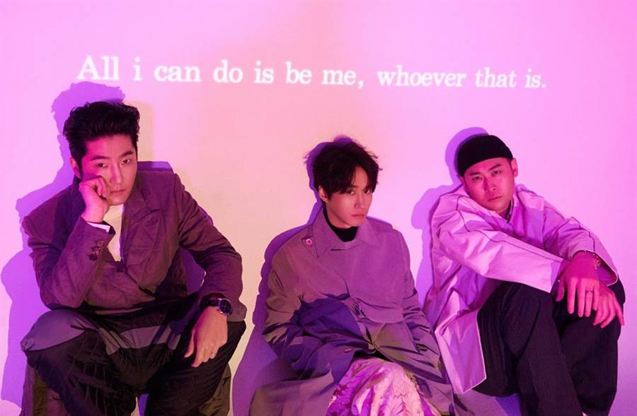 Tablo(中)隶属于「Epik High」,该团是当代南韩音乐界殿堂级嘻哈天团。(翻摄自Epik High脸书)