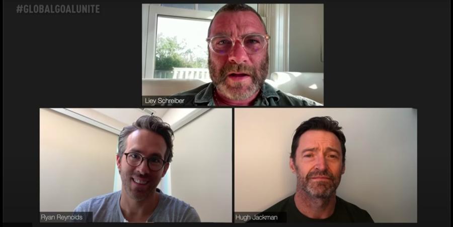 曾一起演出《X戰警:金鋼狼》的休傑克曼、萊恩雷諾斯及李佛薛伯同框重聚。(摘自Youtube)