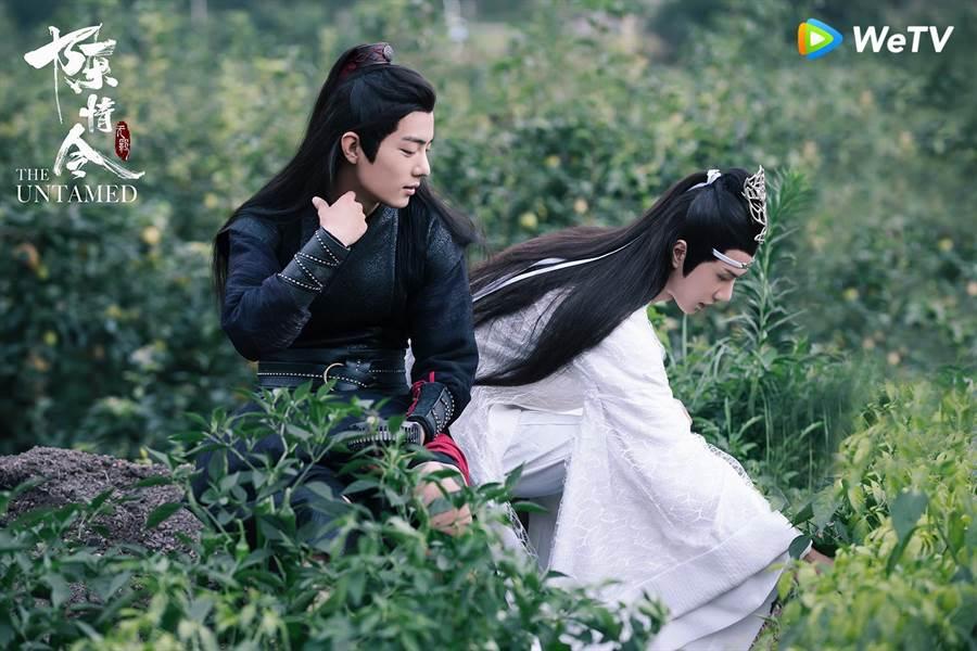 肖战(左)与王一博两人在WeTV《陈情令》网友脑补是「忘羡CP」。(WeTV 提供)