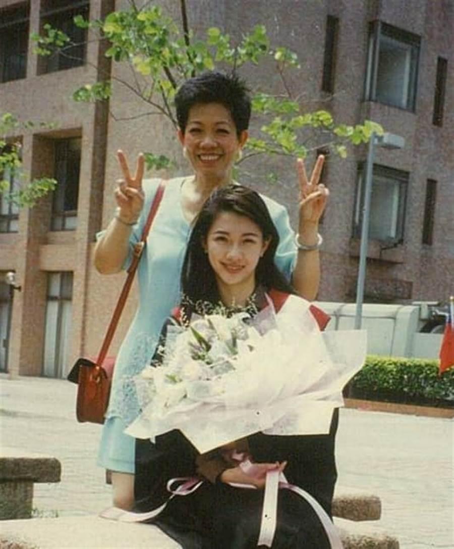 林書煒悼念母親過世。(圖/翻攝自臉書)