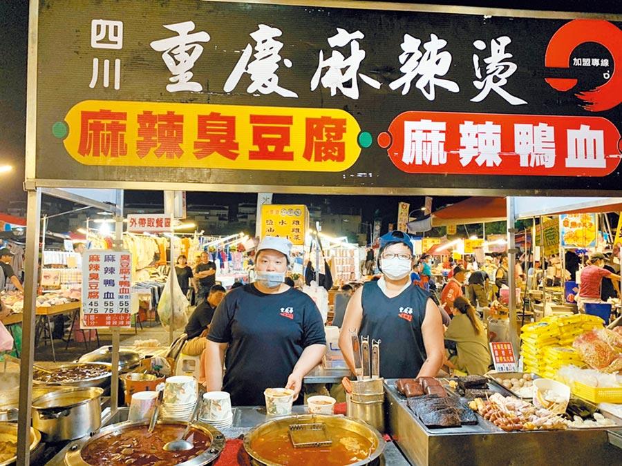 夜市內的攤商都是台中購物節優惠合作店家,購物節消費金額3倍計。(台中市政府提供/陳世宗台中傳真)