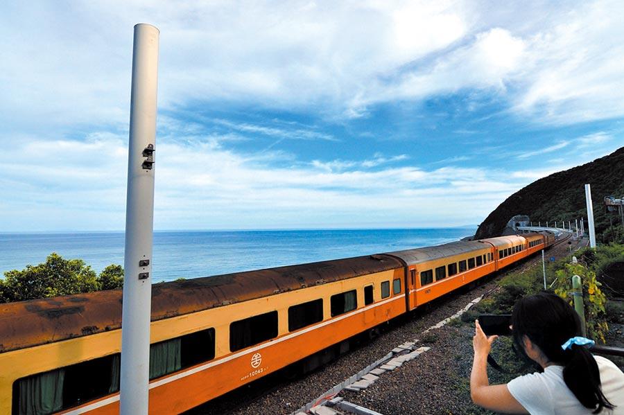 台東多良車站鐵路電氣化完工後,出現殺風景的電線桿。(莊哲權攝)