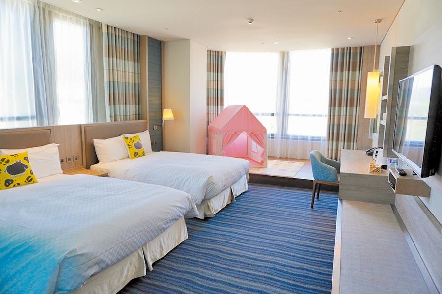 「趣淘漫旅台東」6月全新開幕,是凱撒飯店連鎖首家插旗東台灣的飯店,圖為「逗陣家庭房」。(何書青攝)