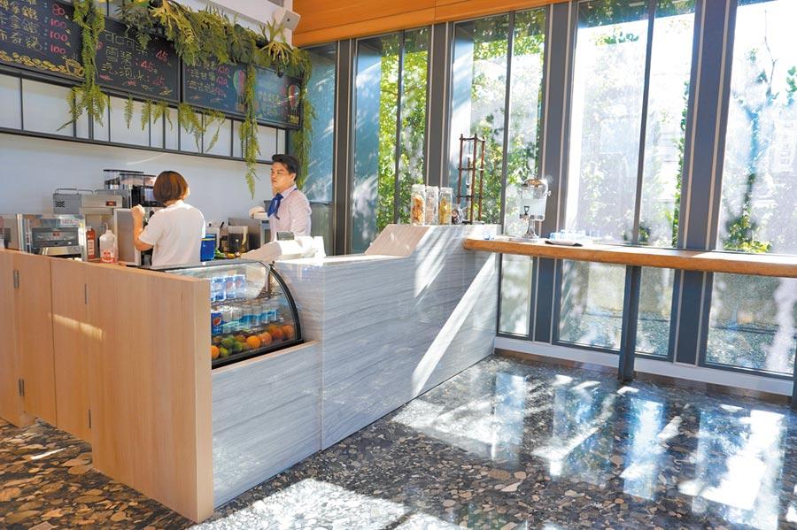 供應輕食的「CHAM CAFE」空間愜意。(何書青攝)