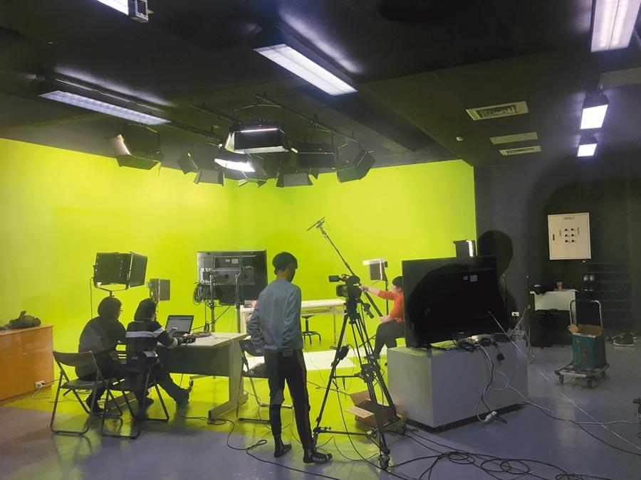 影視設計系業界等級設備-數位影視攝影棚,提供師生教學與創作專業場域。圖片提供/中國科技大學