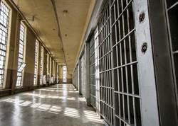女子殺人棄屍遭逮捕…卻在獄中找到真愛 不僅出雙入對還買定情信物