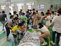 漫畫家率小學生廢物利用 將廢紙化為恐龍