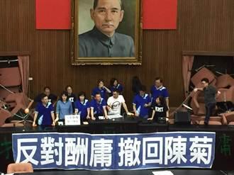 國民黨占立院反鎖大門 江啟臣: 立院將用油壓剪剪斷