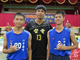 台電男排台南六甲指導小選手 國手黃建逢返鄉會學弟