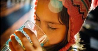 光喝水就飽!14歲女孩罹罕見疾病…醫師一看驚:食道全被塞住