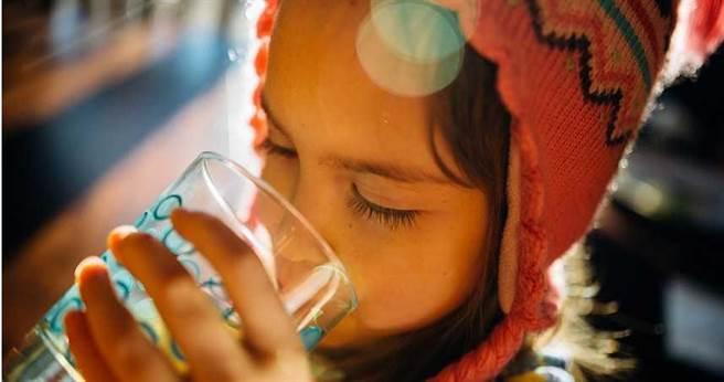 大陸長沙一名女孩罹患上罕見疾病,光喝水就會飽。(示意圖/取自Unsplash)