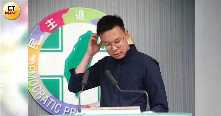 民進黨副祕書長林飛帆認為,年輕人在罷韓投票後,是否願意再度返鄉投票,將市高雄市長補選投票率的重要關鍵。(圖/張文玠攝)