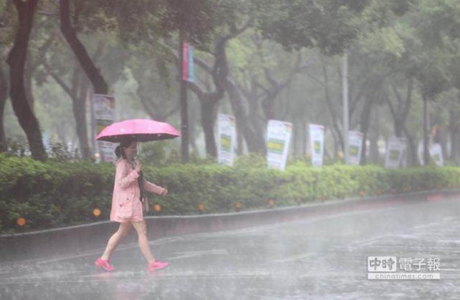 全台連下5天午後大雨 水氣最多時間在周三到周五(7/1~3)。(資料照)