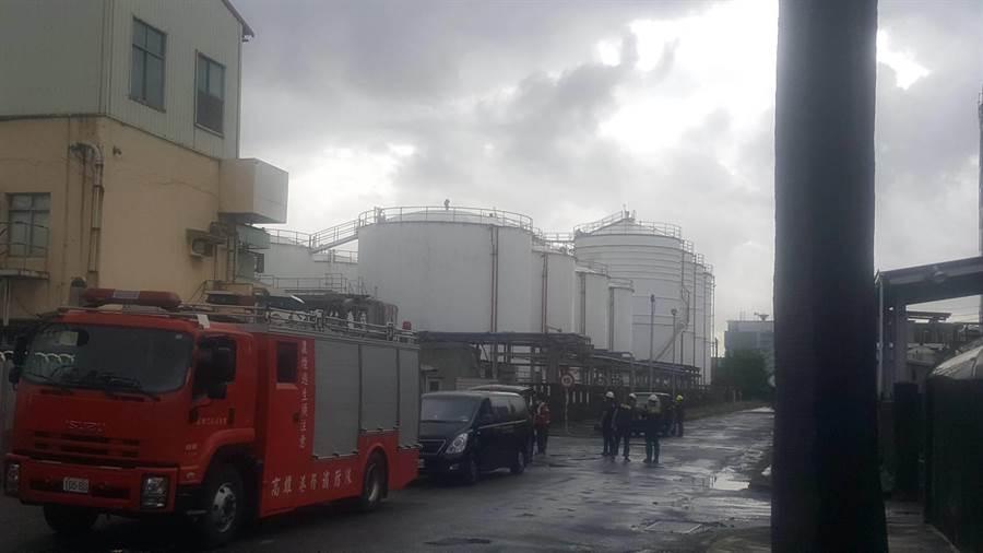 高雄化工廠發生氣體外洩,釀成3工人送醫1命危。(前鎮分局提供/柯宗緯高雄傳真)