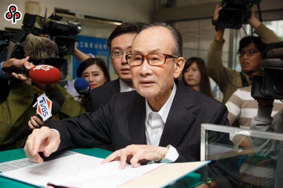 趙藤雄涉遠雄弊案遭起訴,投保中心提告請求解任董事,法院今駁回。(資料照/杜宜諳攝)
