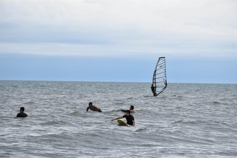 蔡岳達在竹南假日之森全力推動海上運動。(謝明俊攝)