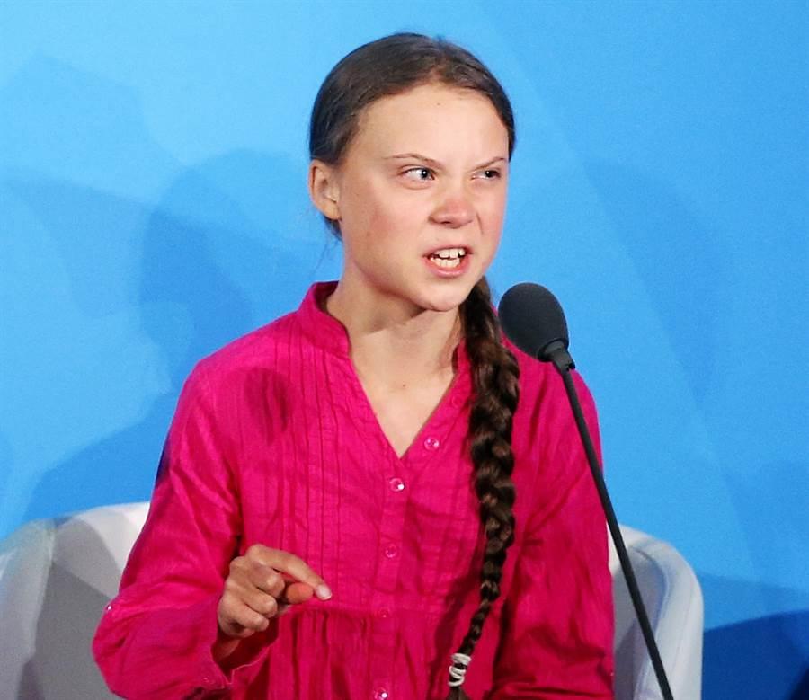 17歲瑞典環保少女童貝里(Greta Thunberg)近期痛批世界各國領袖「排隊」等著和她拍照,只是為了讓自己的形象「好看一點」,她還特別點名德國總理梅克爾,砲轟各國領袖應該要為自己的行為「感到丟臉」。(資料照/美聯社)