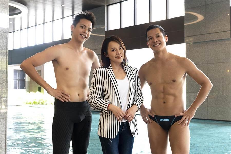 鲶魚哥(左起)、戴愛玲、梁瀚名在泳池邊首次對戲。(TVBS提供)