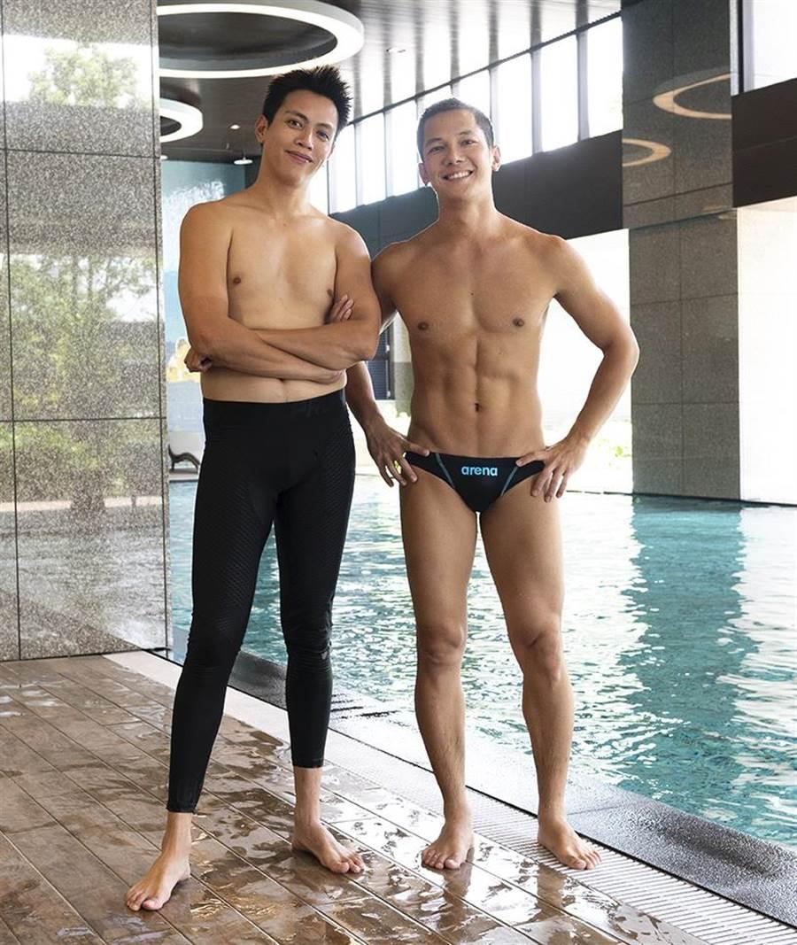 鲶魚哥(左)、梁瀚名PK身材。(TVBS提供)