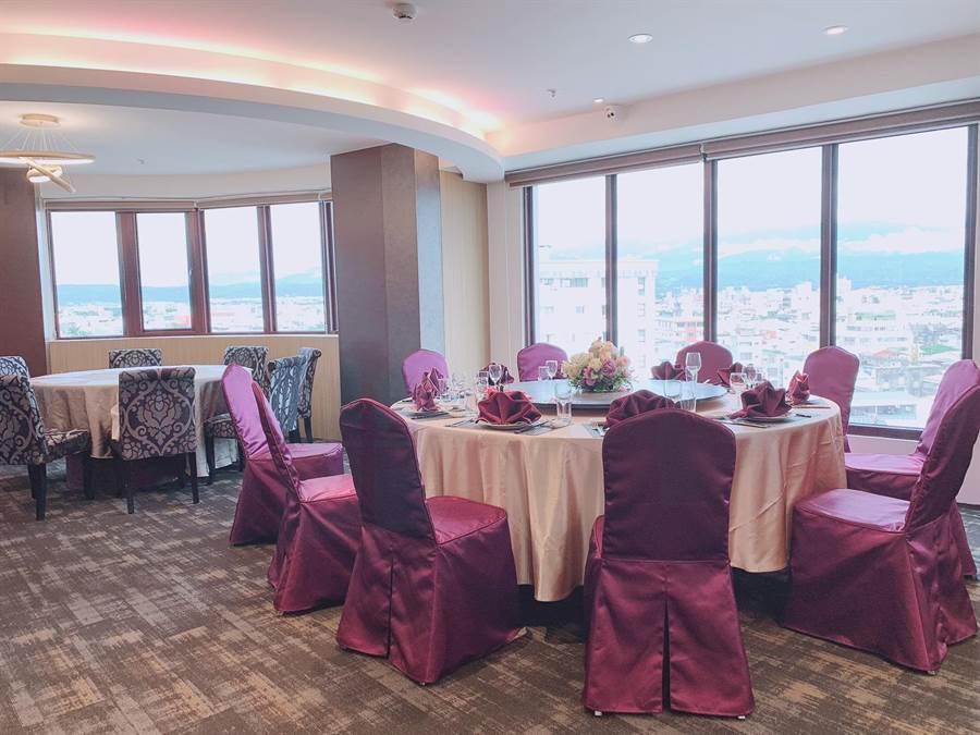 在雲林斗六緻麗伯爵酒店用餐,可欣賞市區好風景。(緻麗伯爵酒店提供)