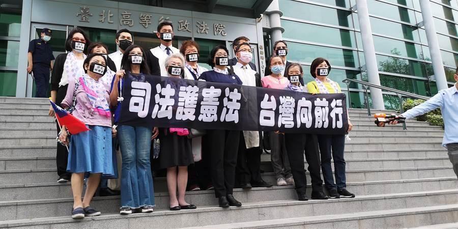 婦聯會遭內政部廢止立案,5月11日首次站上街頭,並遞狀聲請停止執行。(資料照,黃捷攝)