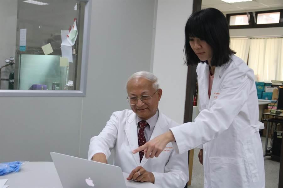 弘光科大生科系助理教授賴易成(左)和團隊發現「異鼠李素葡萄糖苷」具輻射保護作用。(陳淑娥攝)