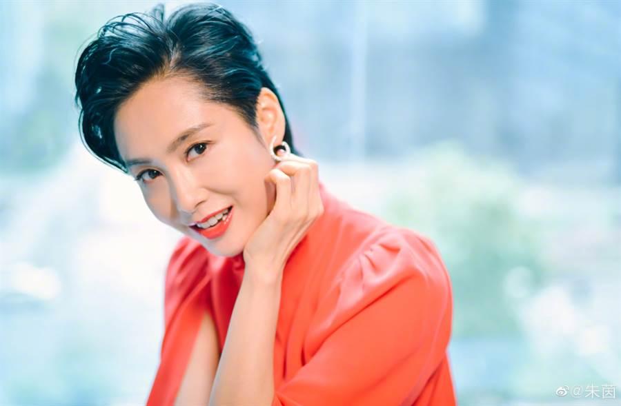48歲朱茵美了30年!「紫霞仙子」站穩性感女神寶座(圖/摘自微博@朱茵)