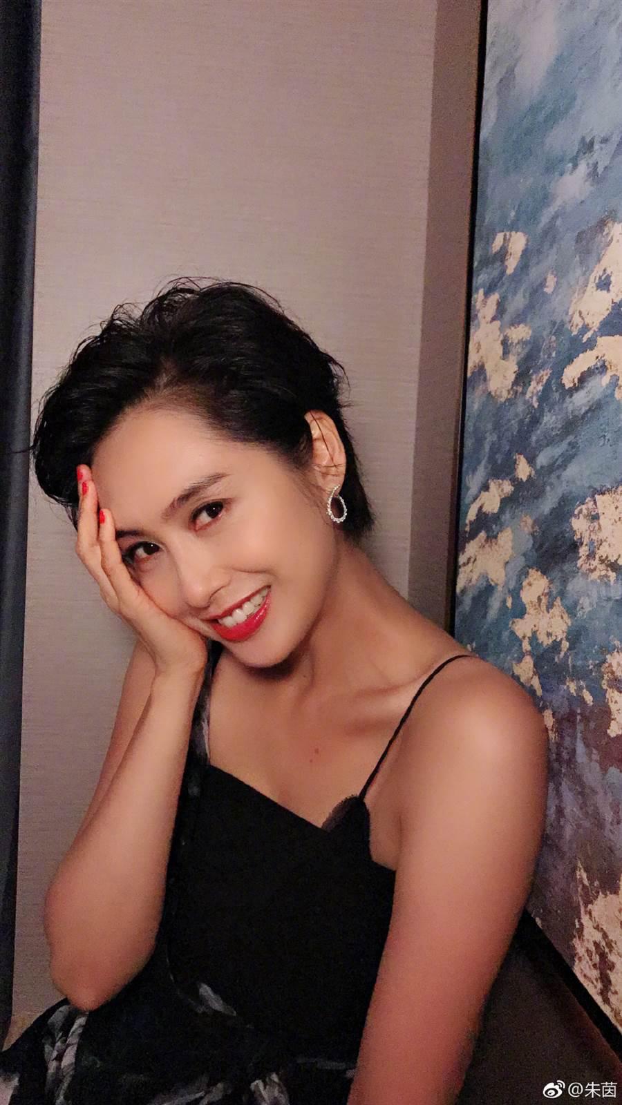 「紫霞仙子」朱茵美了30年。(圖/摘自微博@朱茵)