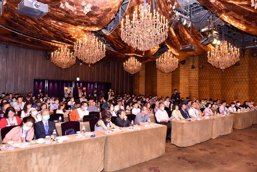 上百位教育界及補教界來賓參與發表會,了解台灣教育產業的發展與願景。