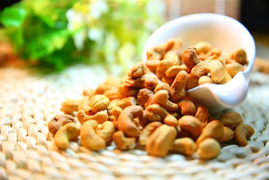 許多疼痛來自於身體發炎反應,因此攝取抗發炎的食物有助於緩解疼痛。(圖/pixabay)