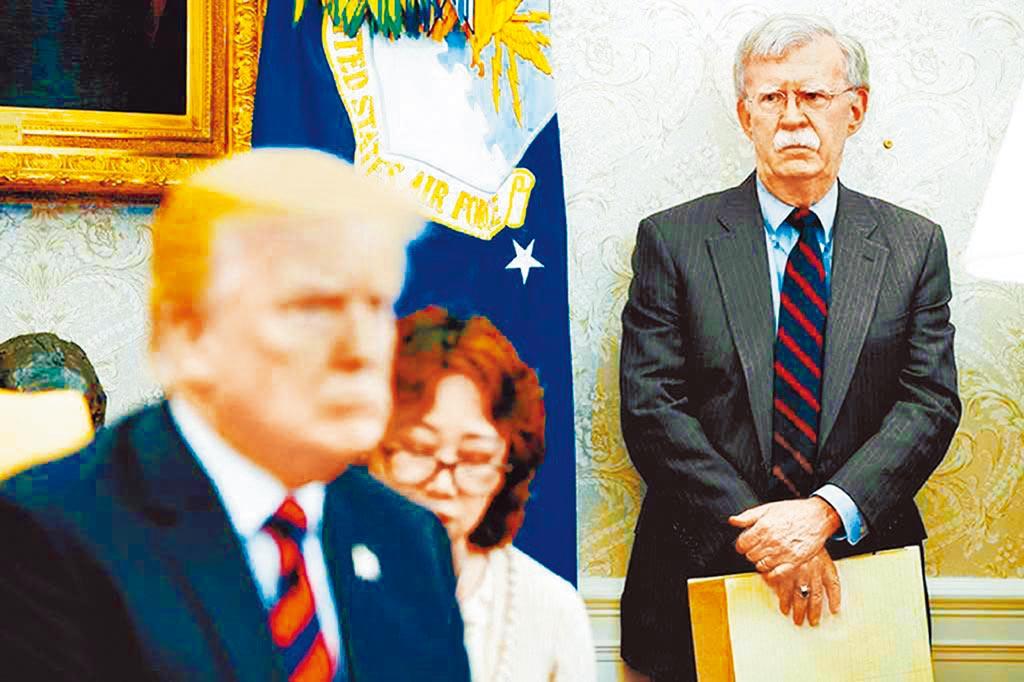 前國家安全顧問波頓的《事發之室─白宮回憶錄》爆料川普。(美聯社)
