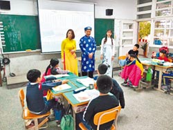 打造語言村 提升競爭力