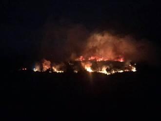 真「火燒島」!綠島火燒山整夜 暗夜烈焰沖天 天亮還沒全滅