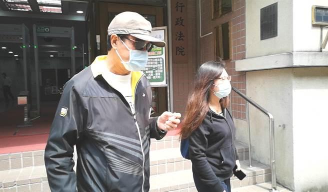 蘇嘉全(左)今年3月親自出庭,表示要看看汙衊他的人到底是誰。(資料照/黃捷攝)