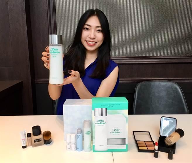 SOGO精選超過1萬個品項的振興優惠品,shu uemura、ALBION、M.A.C等美妝推出3000元特惠組,最低7折起,搭配起來更超值。(郭家崴攝)