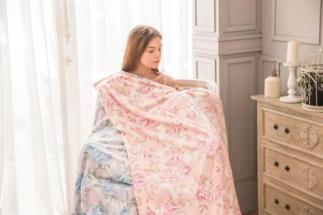 SOGO忠孝館山甚日本製純棉涼感毛巾被,原價7500元、特價3990元。(SOGO提供)