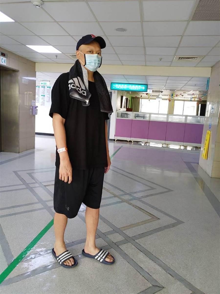 潘忠韋三度入院治療,昨天平安出院。(取自潘忠韋臉書)