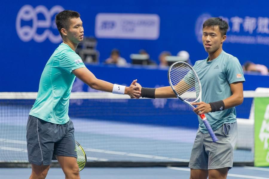 何承叡(左)去年和李冠毅攜手挺進高雄海碩盃男網賽雙打4強。(資料照/海碩整合行銷提供)
