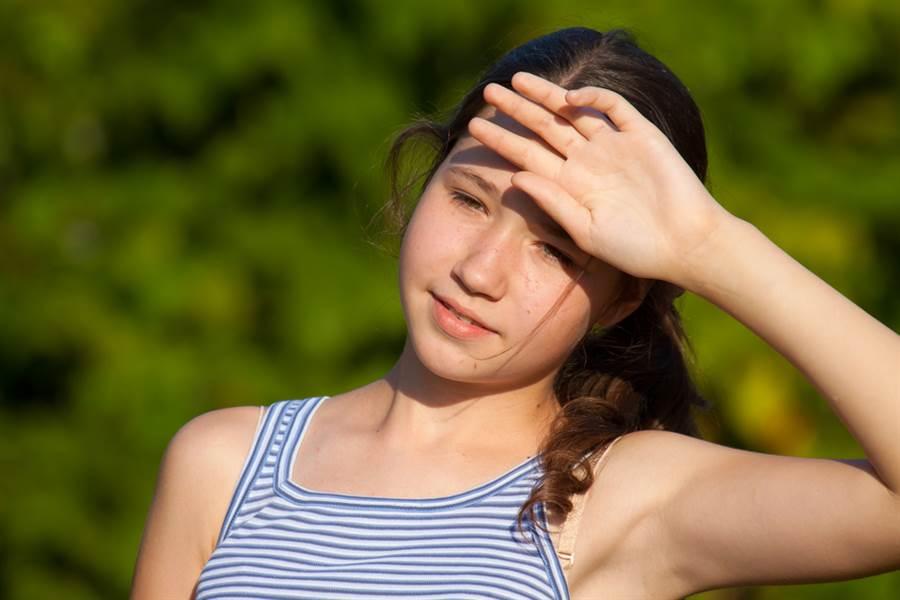 夏天流汗很正常?汗博士警告:6部位爆汗恐是病。(流汗示意圖 達志)