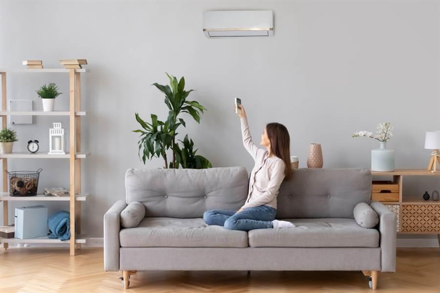 冷氣吹2休1想省電?網搖頭直勸:根本失去意義。(示意圖/Shutterstock)