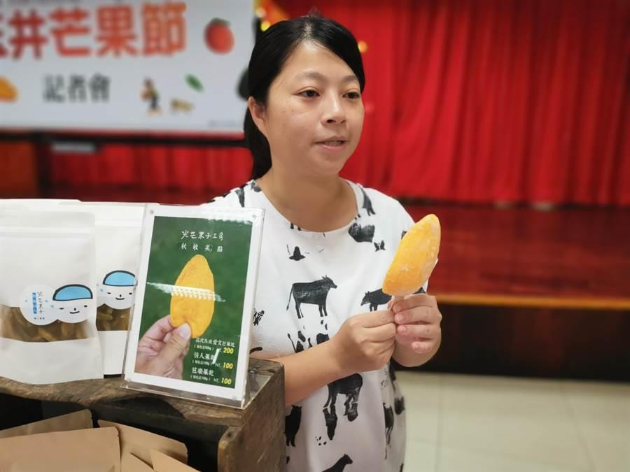 2020台南國際芒果節玉井場將於7月4日於玉井區公所圓環廣場登場,準備了500支芒果果肉冰棒讓遊客免費嘗鮮。(劉秀芬攝)