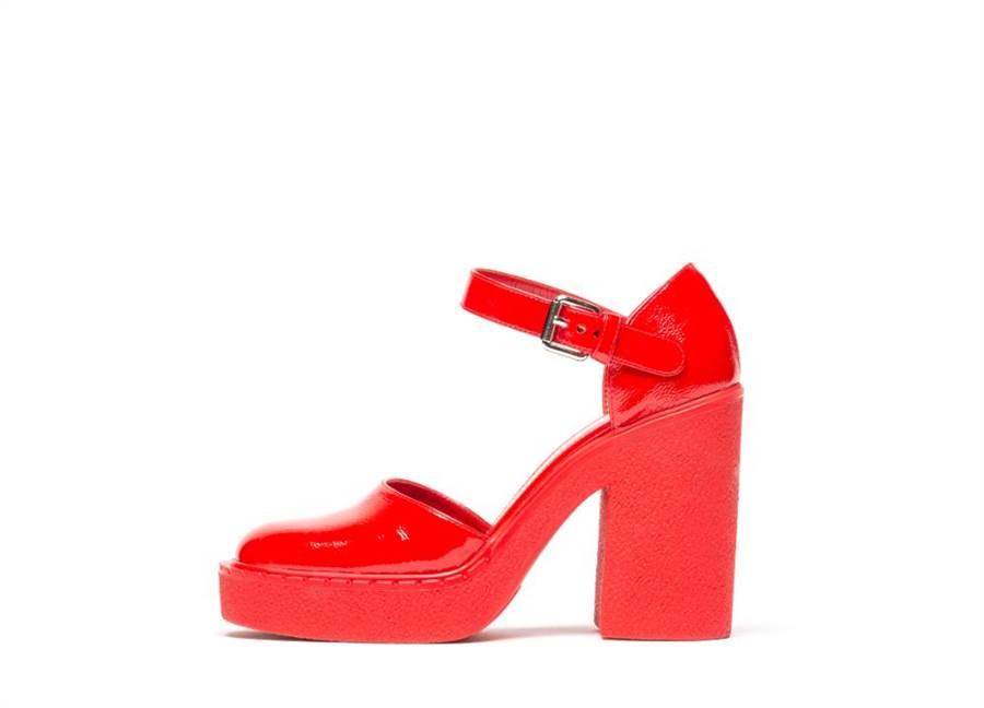 PRADA早秋新款紅色高跟鞋,未訂價。(PRADA提供)
