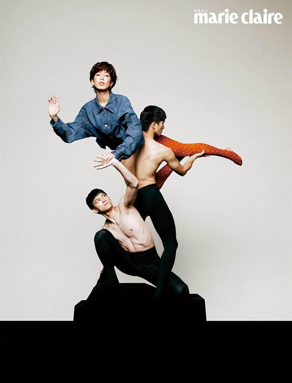 陳庭妮拍攝《Marie Claire 美麗佳人》7月號封面人物,與現代舞者展現高難度動作。(Marie Claire 美麗佳人提供)