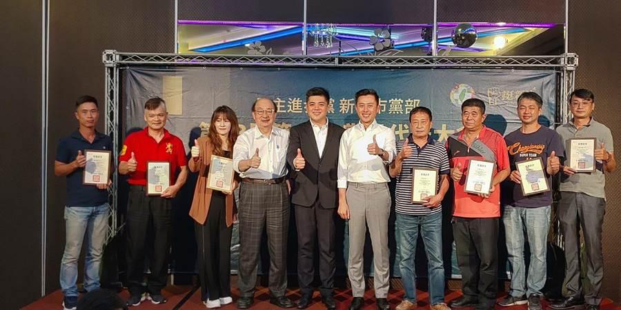 民進黨新竹市黨部是召開第13屆新任黨代表大會,會中並舉行市黨部第17屆執行委員、評議委員選舉,順利選出10位執行委員與7位評議委員。(陳育賢攝)