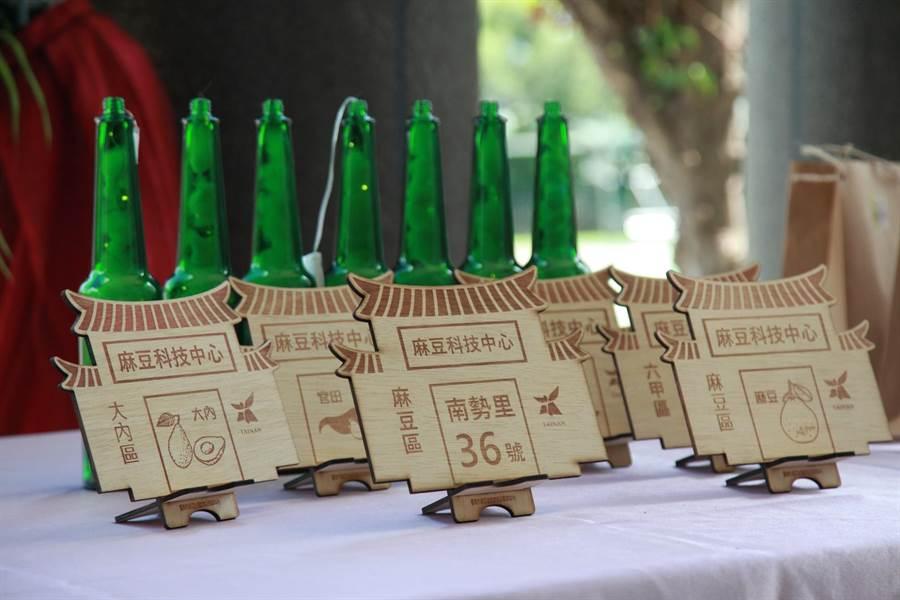 台南市麻豆國中自造教育及科技中心30日舉行揭牌儀式,展出學生作品。(台南市麻豆國中提供/劉秀芬台南傳真)