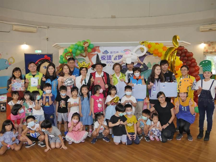 新竹縣政府文化局力推閱讀,透過「Bookstart悅讀歡樂派」系列活動,鼓勵大小朋友參與。(莊旻靜攝)