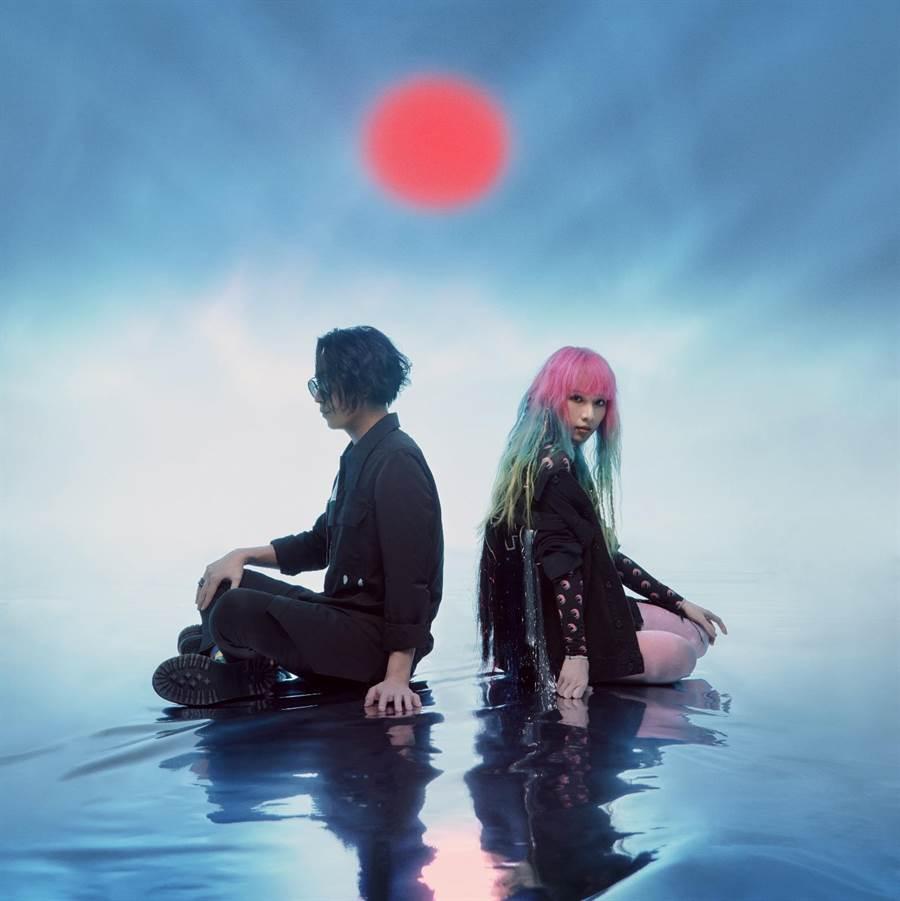 「原子邦妮」近日推出新歌MV〈Cybertruck〉。滾石唱片提供