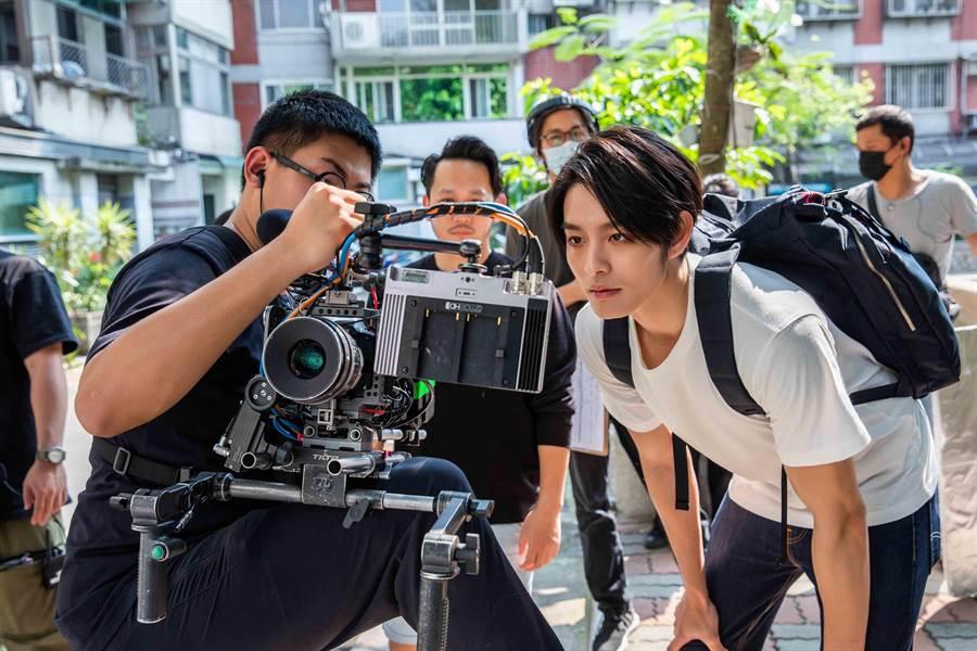 曹佑寧正在當兵,但為了電影宣傳還提前拍片造勢。(華映娛樂提供)