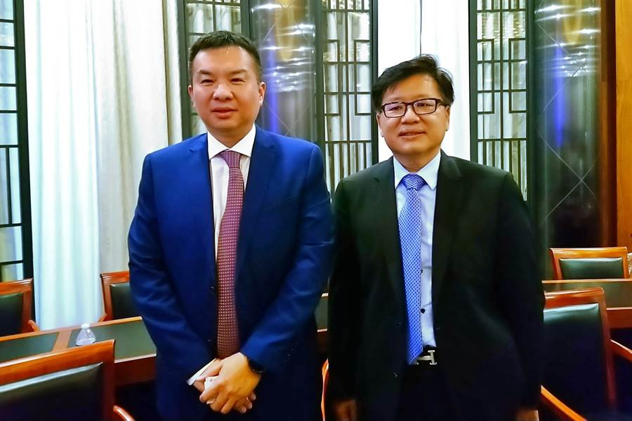 亞果遊艇董事長侯佑霖(左)、總經理張慶祥(右)。(記者林資傑攝)